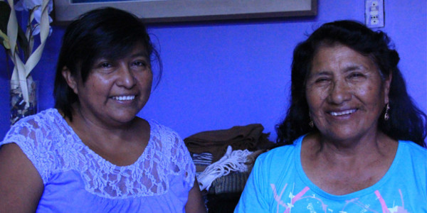 Ángela Mamani y Sonia Brañez